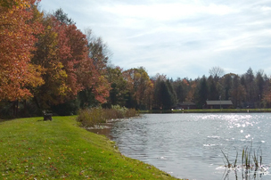 Lake side at Carbon County lake in fall.