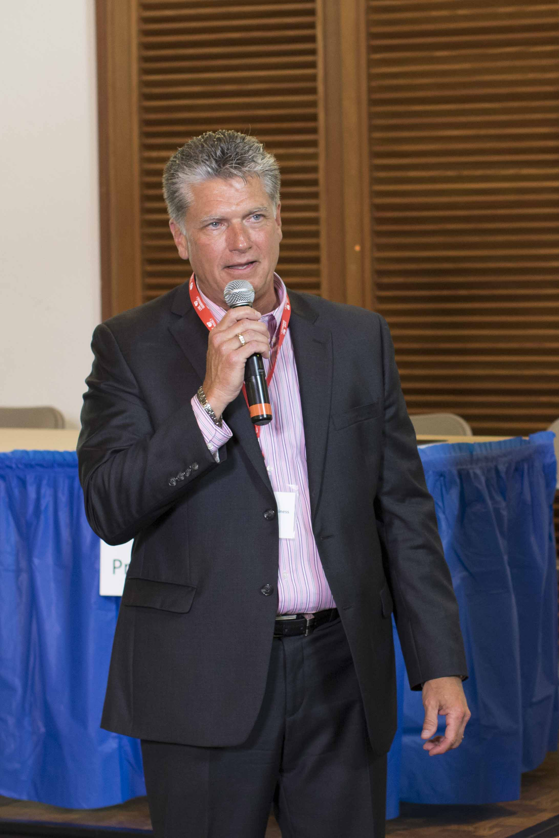 Bob Willbanks speaking at an event.