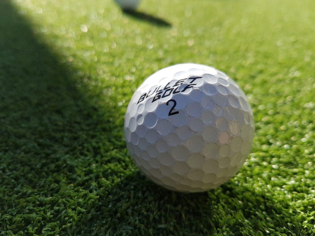 golf-ball_one_closeup
