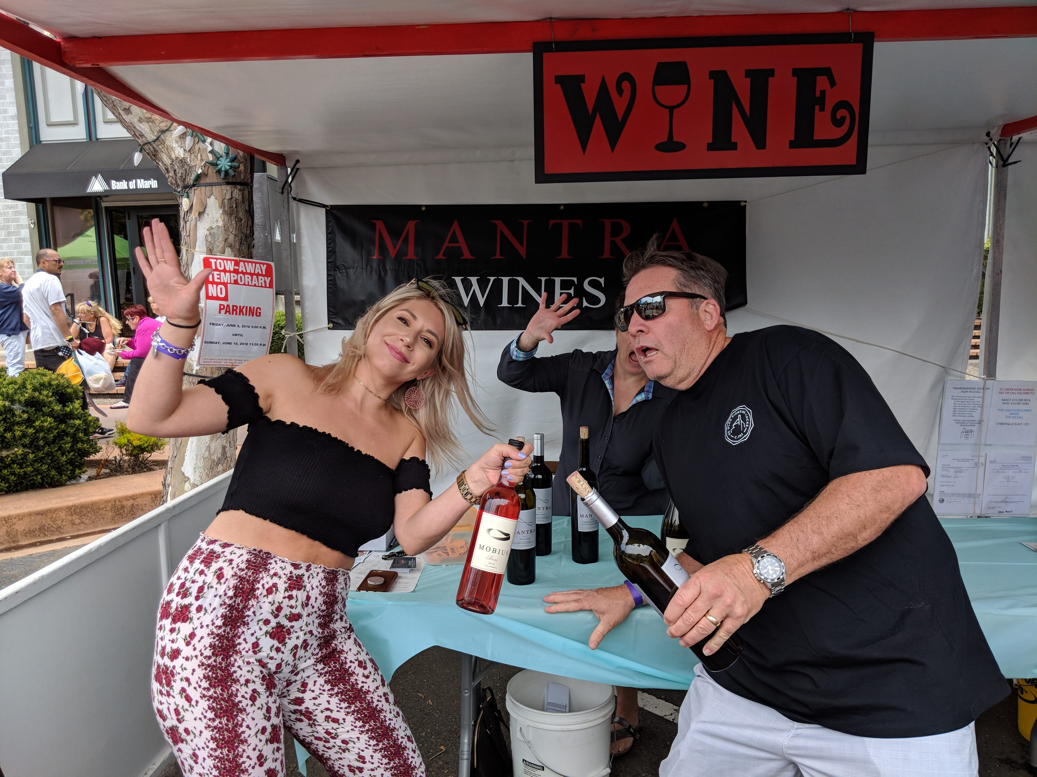 mantra wine and their staff help volunteer at the Novato Chamber Marin County Art and Wine Festival