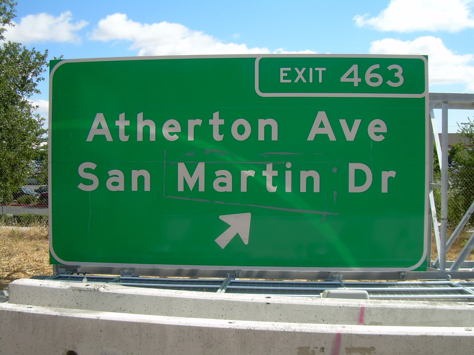 Cal Trans gets Highway sign on US 101 incorrect by placing San Martin instead of San Marin!