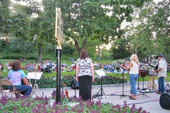 Concert-in-Congress-Park340x225