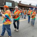Uke_Society_Vashon_Strawberry_Festival_Grand_Parade_2014_071914_med