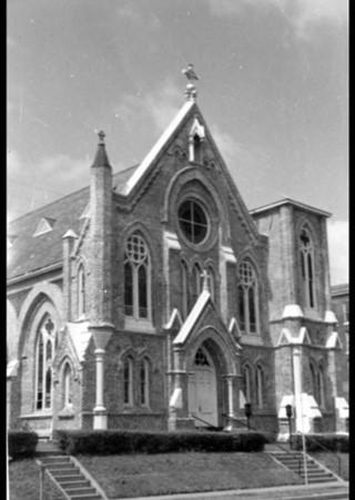 Sacred Heart Catholic Church 📷 courtesy of Stuart Whitaker