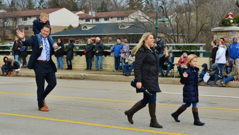 Mayor-of-Rochester-Rob-Ray-and-family-stroll-down-Main-Street-photo-by-Michael-Dwyer-768x434