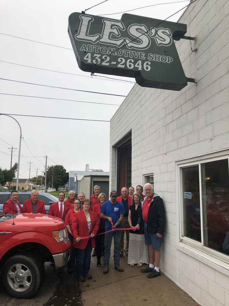 On October 1, Chamber Ambassadors along with new owners and staff of Les's Auto (716 11th Street) celebrated with a ribbon cutting.